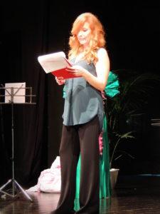 La presentatrice dell'evento pro C.E.A. Veronica Barbarino