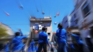 Un momento del videoclip Viaggiatore della Pace presso il cortile della Scuola Paolo Vetri di Ragusa