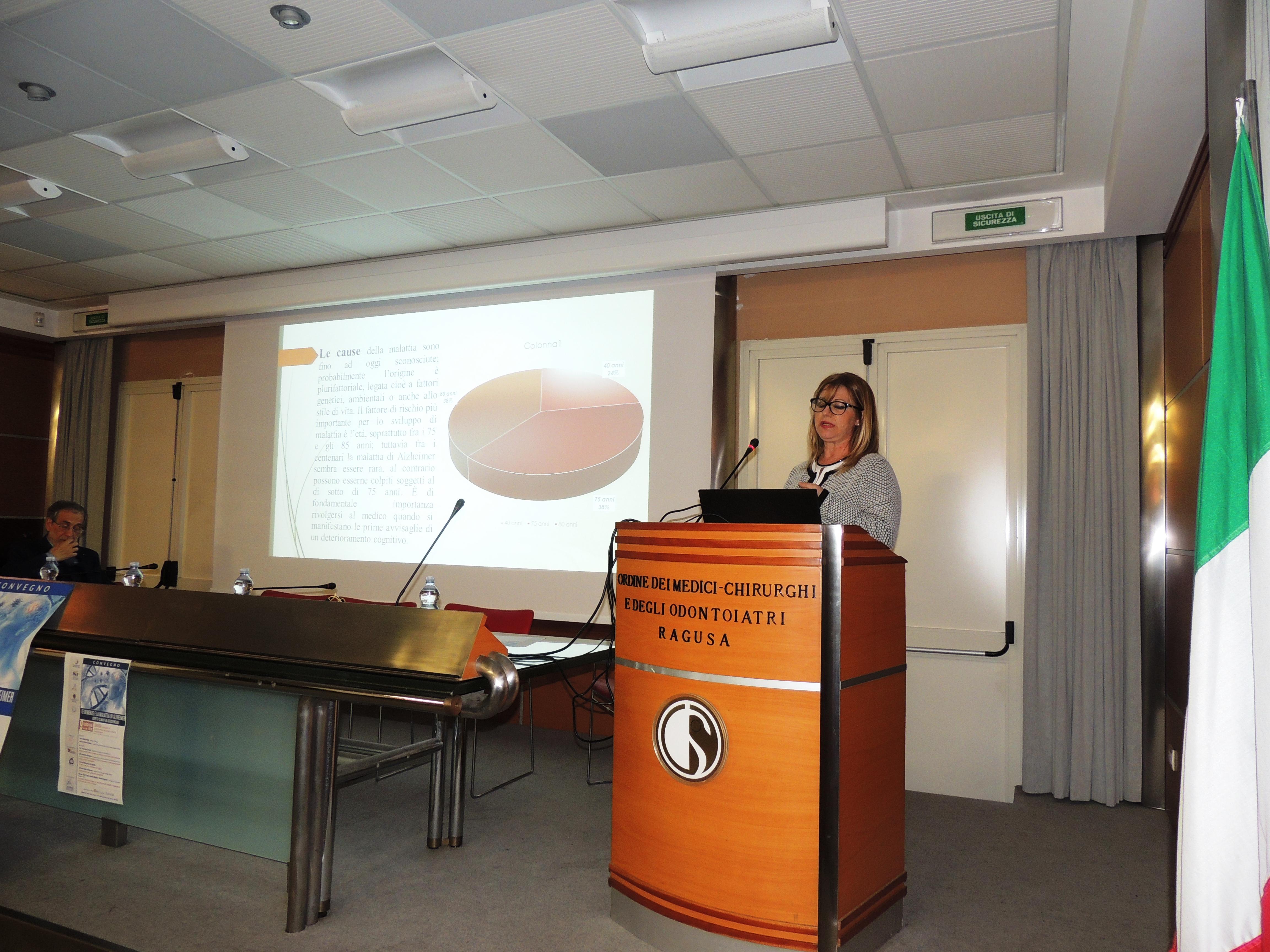 La Dott.ssa Angela Vincenzino, caposala UOC Neurologia di Vittoria, durante il suo intervento sull'organizzazione dell'assistenza ospedaliera